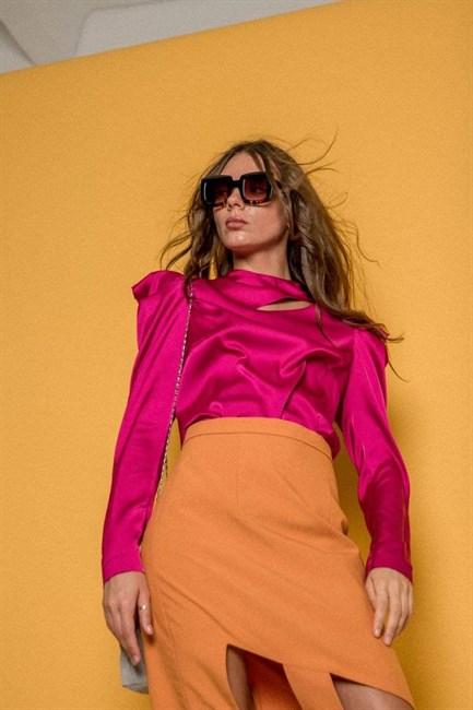 Блуза с разрезом у горловины - фото 77921